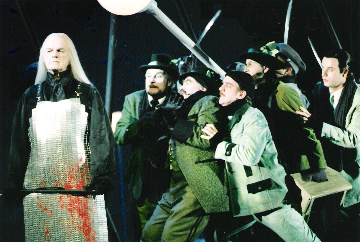 website-JUNGER-LORD-Will-lankenship-und-Chor-des-Landestheaters