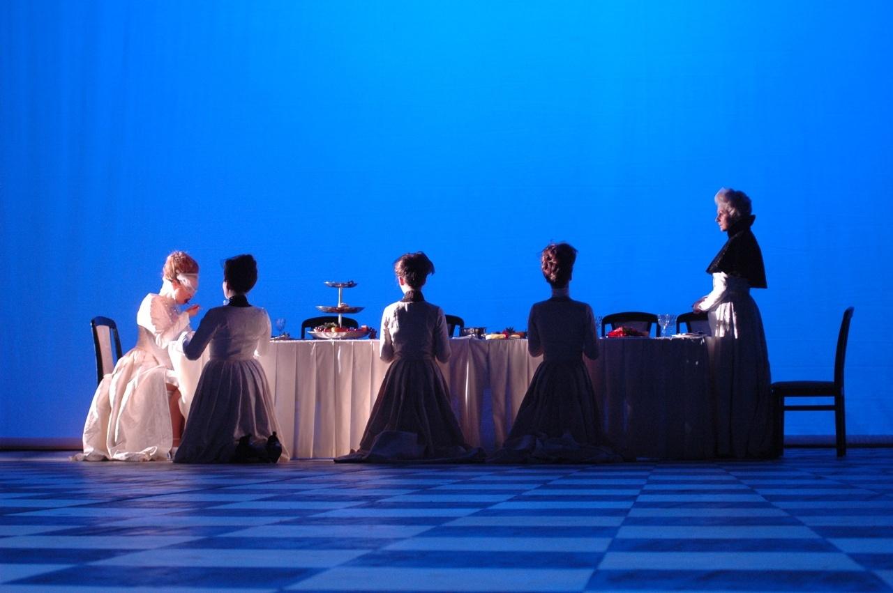 königin-am-Tisch